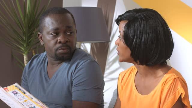 parents mode d 39 emploi saison 2 angoisse du soir corruption en streaming tv5monde afrique. Black Bedroom Furniture Sets. Home Design Ideas